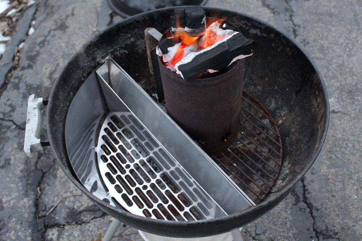 slow n sear review featured image with chimney starter